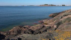 Sunny Jule dag på kusten av golfen av Finland Finland Hanko arkivfilmer