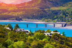 Sunny morning view of the lake Serre-Poncon, Stock Images