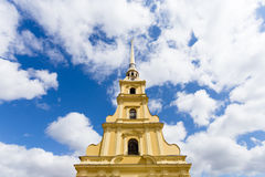 Sunny Paul Cathedral in Peter en Paul Fortress in St. Petersburg, Rusland Stock Foto