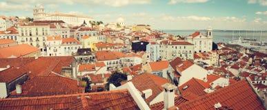 Sunny Portugal observationsdäck av Lissabon Santa Luzia royaltyfri fotografi