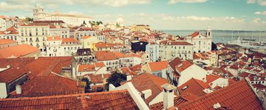 Sunny Portugal, plataforma de observación de Lisboa Santa Luzia fotografía de archivo libre de regalías