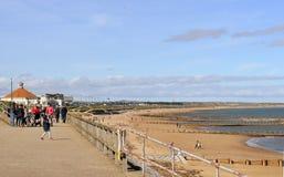 Sunny Spring Sunday alla spiaggia di Aberdeen, Scozia fotografie stock