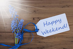 Sunny Srping Grape Hyacinth, Etiket, Gelukkig Weekend Stock Afbeeldingen