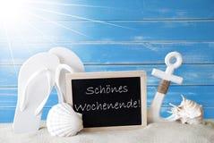 Sunny Summer Card With Wochenende significa il fine settimana felice Immagine Stock
