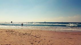 Sunny Summer Day en costa de mar Mediterráneo Foto de archivo