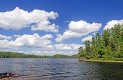 Sunny Summer Day en país de la canoa Fotos de archivo
