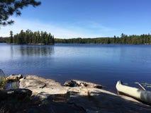 Sunny Summer Fishing en el lago Fotografía de archivo