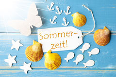 Sunny Summer Greeting Card With Sommerzeit bedeutet Sommerzeit Stockbild