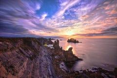 Sunny Sunset i Rocky Coast Fotografering för Bildbyråer