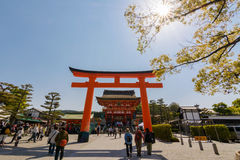 Sunny with the torii and main hall of Fushimi Inari Taisha Shrin Royalty Free Stock Photography