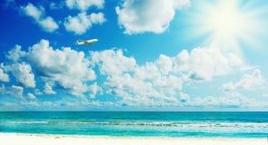 Sunny tropical beach on the island Stock Photography