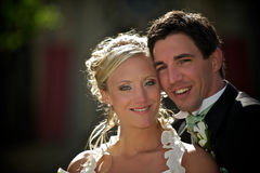 Sunny wedding couple Royalty Free Stock Photography