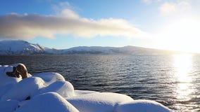 Sunny Winter en el fiordo almacen de metraje de vídeo