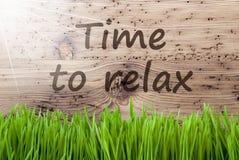 Sunny Wooden Background intelligent, Gras, temps des textes de détendre images stock