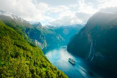 Sunnylvsfjorden海湾激动人心的景色  免版税图库摄影
