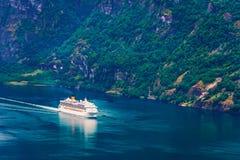Sunnylvsfjorden海湾激动人心的景色  库存图片