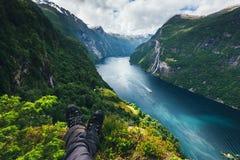 Sunnylvsfjorden海湾激动人心的景色  图库摄影