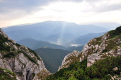 Sunrays над горами Стоковые Фото