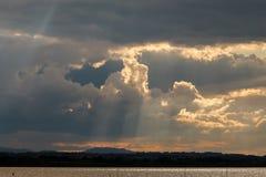 Sunrays i chmury obrazy stock