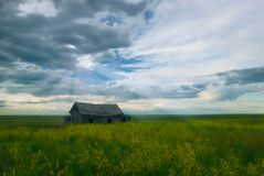 Free Sunrays Over Abandoned Barn Stock Photography - 2287322