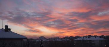 Sunririse sopra la neve della città Immagini Stock Libere da Diritti