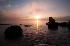 Sunrise. At the beach with rocks Royalty Free Stock Photos