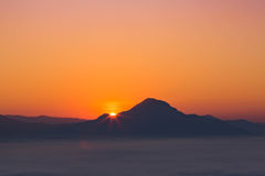 Sunrise above the mountain and sea of mist Stock Photography