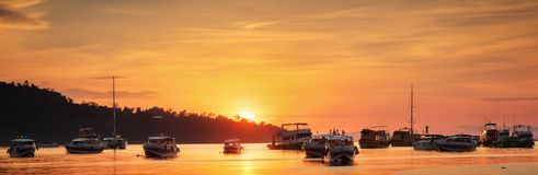 Sunrise with colorful sky and boats Royalty Free Stock Photos