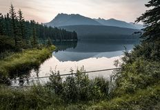Sunrise and misty morning over Mount Rundle at Two Jack Lake in Royalty Free Stock Photos