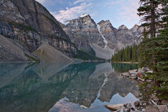 Sunrise at Moraine Lake - Banff National Park Royalty Free Stock Photography