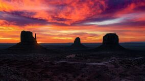 Free Sunrise Of Monument Valley Stock Images - 182463504