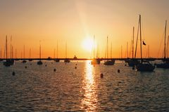Sunrise over Chicago harbor Royalty Free Stock Photography
