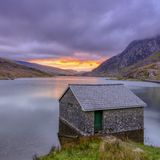 Sunrise over Llyn Ogwen and boathouse, Snowdonia National Park royalty free stock photography