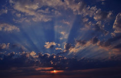 Sunrise with rays. Passing through the clouds Royalty Free Stock Photography