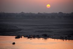 Sunrise at Varanasi. MP095: Sunrise on the Ganges river at Varanasi, Uttar Pradesh, India Stock Photo