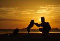 Sunrises in de ochtendhemel, de wolken en het mooie Overzees Royalty-vrije Stock Foto