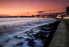Sunrises over de gang van Malecon van Historisch Havana stock fotografie
