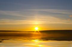 Sunrising en prado Fotografía de archivo