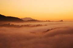 Sunrising sobre a névoa de Los Angeles Imagens de Stock Royalty Free