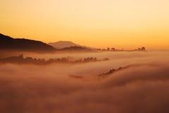Sunrising sopra la nebbia di Los Angeles Immagini Stock Libere da Diritti