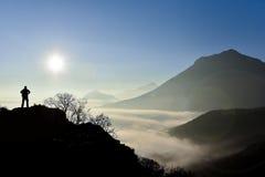 Sunrising w mgłowej pogodzie Obrazy Royalty Free