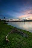 Sunrset nad nowożytnym mostem Fotografia Royalty Free