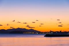 Sunsen im Winter auf dem Meer in Toskana Lizenzfreie Stockfotos