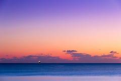 Sunsen im Winter auf dem Meer in Toskana Lizenzfreie Stockbilder