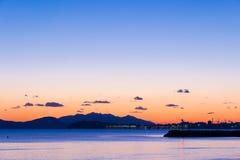 Sunsen im Winter auf dem Meer in Toskana Lizenzfreie Stockfotografie