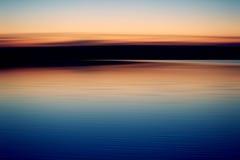 Sunsent dans le lac photo stock