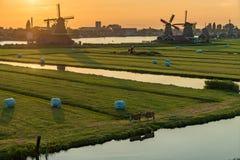 Sunser en Zaanse Schans, Países Bajos Foto de archivo