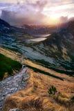 Sunset五在tatra山的湖谷 图库摄影