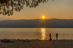 Sunset湖麦克唐纳冰川国家公园 免版税图库摄影