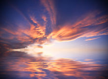 Sunset. A nice clear sunset reflection on the sea Royalty Free Stock Photos